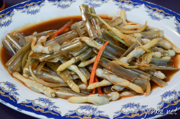 These bamboo clams are uniquely found in Sarawak and an absolute must-order dish. So soft and tasty!