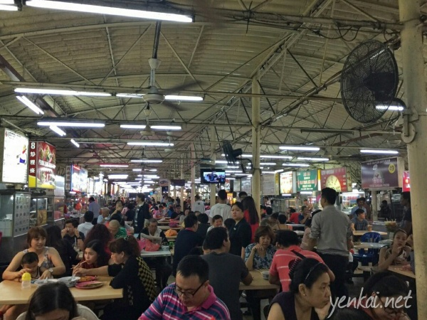 Wai Sek Gai, or food alley, is a popular hawker centre in SS2. Coupled with the Pasar Malam, the food choices is enormous.