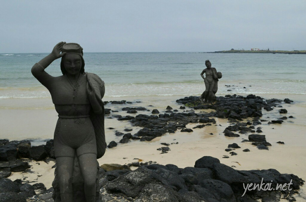 Statues of diving women, a testament to how tough they are. Respect.
