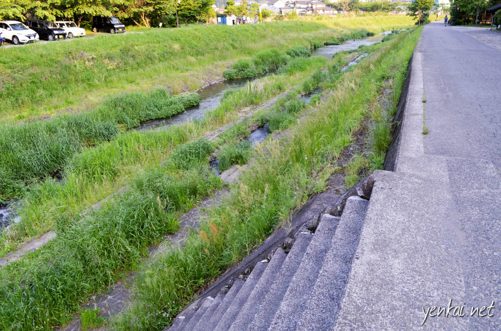 Not sure if this is called the Yufuin river, but this is another showcase of how the streams and rivers in Japan are minimally reconditioned to become recreational spaces