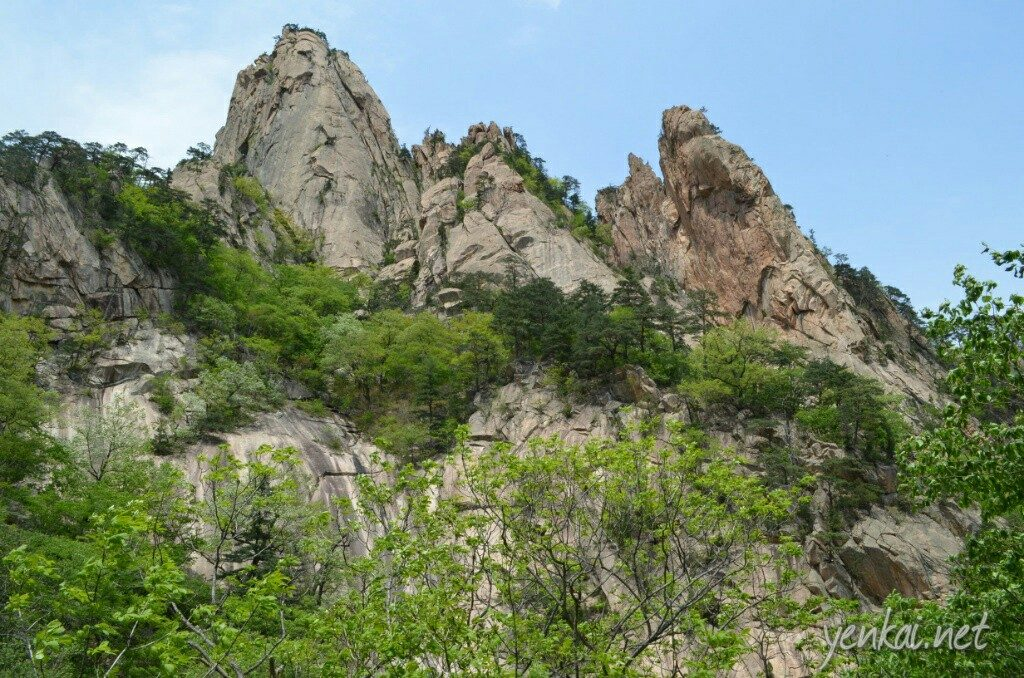 Biseondae, huge rocks