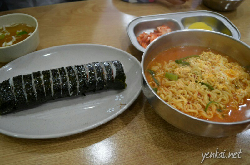 Korean style rice roll and spicy ramen