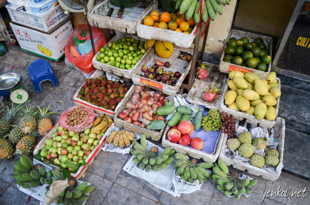 Grabbed some fruits just before dinner. I was especially interested in the custard apple.
