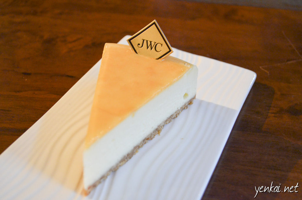 Original cheesecake, nicely glazed