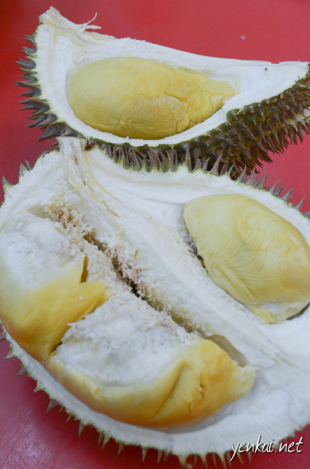 Musang Hitam (Black Cat). I suppose the shell has resemblance to Musang King (Mao Shan Wang) but the texture of the Durian is anything but. It's very sticky.