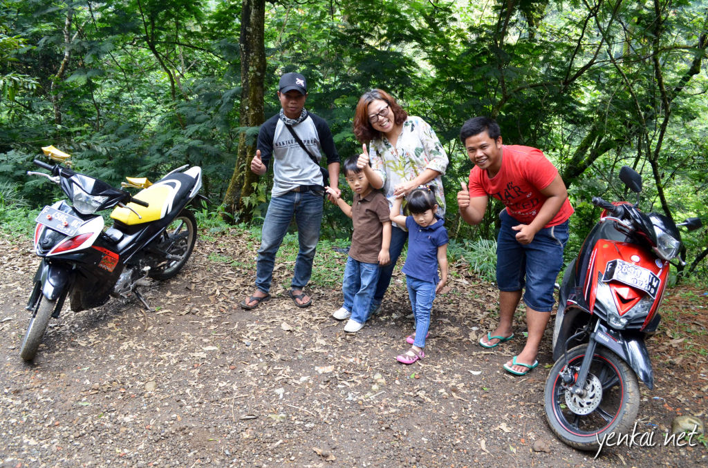 My better half and kids with the Ojek riders