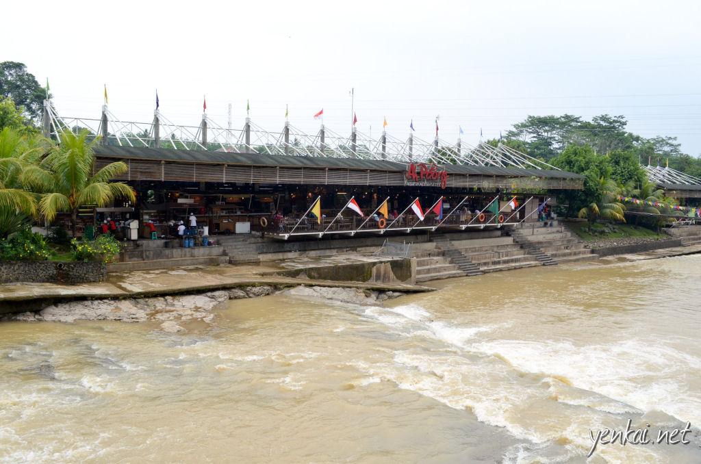 Ah Poong, riverside dining