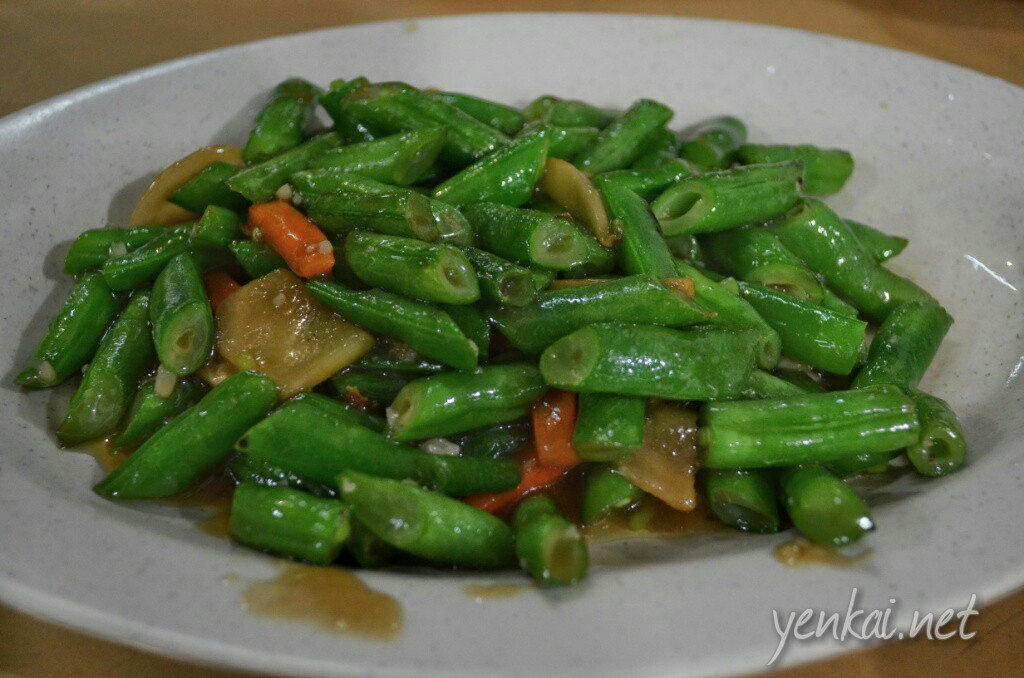 Asparagus beans (芦笋豆). Never knew there was such a thing. Crunchy and sweet. The Wok Hei and gravy is simply awesome.