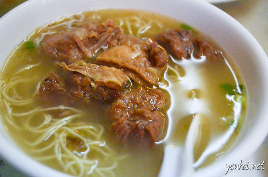Beef briskey noodles. The beef is very tasty, and the broth is certainly better than that of the plain Wanton noodles.